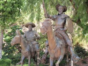 Resultado de imagen para Festival Cervantino 2016 estatuas del Quijote y Sancho en Guanajuato