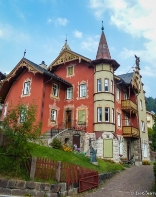 Interesting homes, beautifully painted, many with turrets and bronze artwork in the yards
