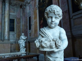 Adorable cherubs line the side chapels in Sant'Anastasia.