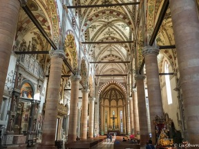 Stunning ceiling and altar in Sant'Anastasia