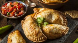 Eat Empanadas (photo credit: bookmundi.com)